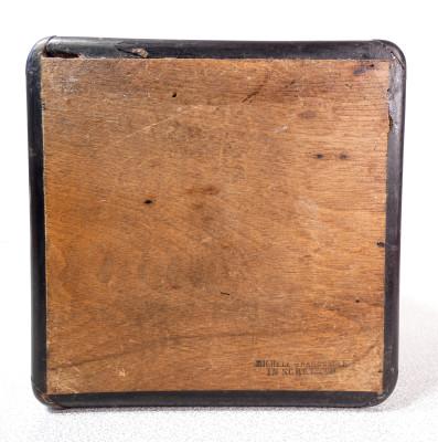 Scatola riccamente intarsiata firmata Michele GRANDVILLE (1821-1893). Sorrento Italia, Ottocento