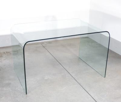 Scrivania di design in vetro curvato riferibile alla produzione di FONTANA ARTE. Italia, Anni 70/80