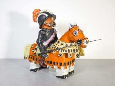 Scultura in ceramica raffigurante un cavaliere medievale spagnolo, El Cid Campeador.