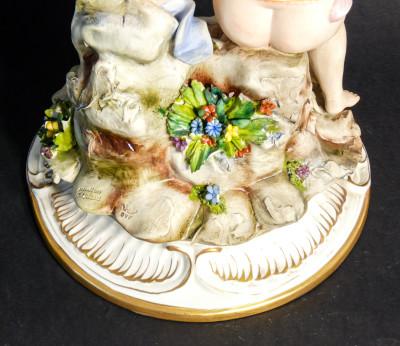 Scultura in ceramica dipinta a mano della manifattura C. VILLARI Capodimonte. Pescatori. Italia, Novecento