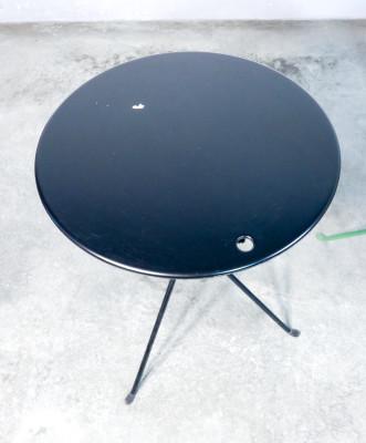 Set di tre tavolini pieghevoli Cumano, design Achille CASTIGLIONI per ZANOTTA. Due nella variante nera e uno verde. Italia, Anni 70/80