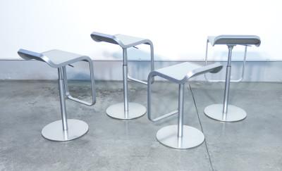 Set di quattro sgabelli LEM, design Shin & Tomoko AZUMI per LAPALMA. Regolabili in altezza, in acciaio. Italia, 2000