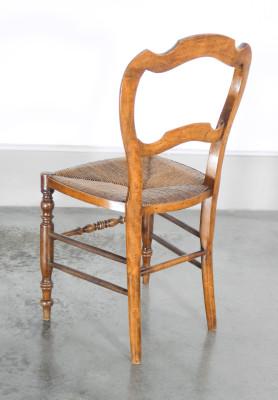 Set di sei sedie Luigi Filippo in legno di noce e paglia. Italia, Ottocento