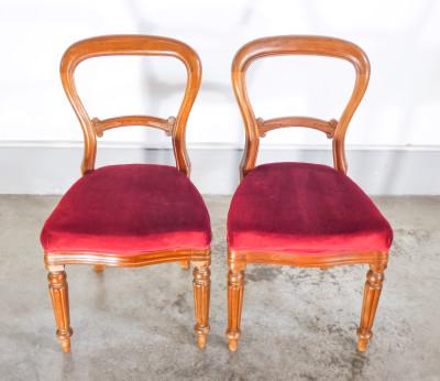 Set di otto sedie in stile eclettico, Luigi Filippo e neoclassico, in legno di noce. Italia, Novecento