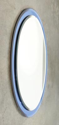 Specchio ovale design Cristal Art con cornice in cristallo blu. Italia, Anni 60