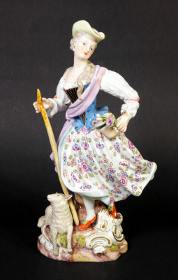 Statuina in porcellana di MEISSEN. Pastorella, mod. 1306. Meissen, Germania. Fine Ottocento, Primo Novecento