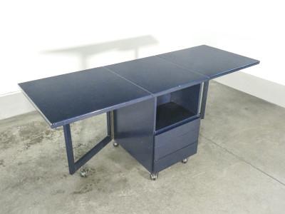Tavolino a bandelle CITTERIO Programma C in legno laccato, con cassetti e ruote. Italia, Anni 70