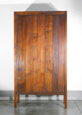 Vetrina/espositore in legno massello di rovere a doppia anta con ripiani. Italia, Primo Novecento